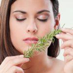毛穴を引き締めて年齢を感じさせない肌を作る簡単な方法